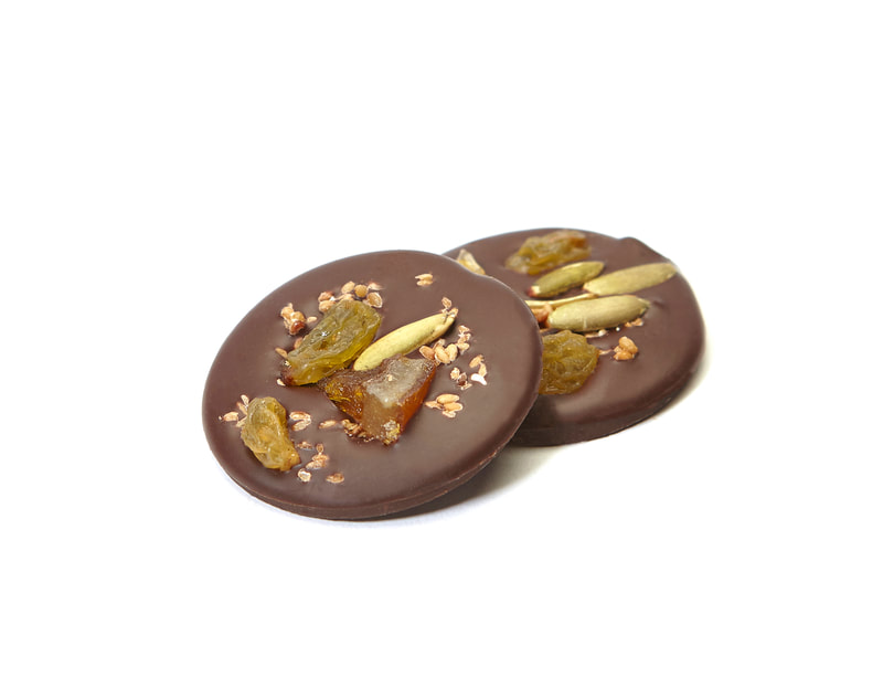 BETHENTINE Dark chocolate topped with toasted sesame seed, juicy golden raisins, pepitas and candied orange slices.